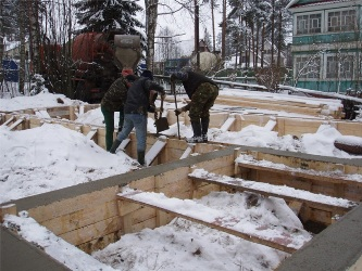 Фундамент-дома-зимой